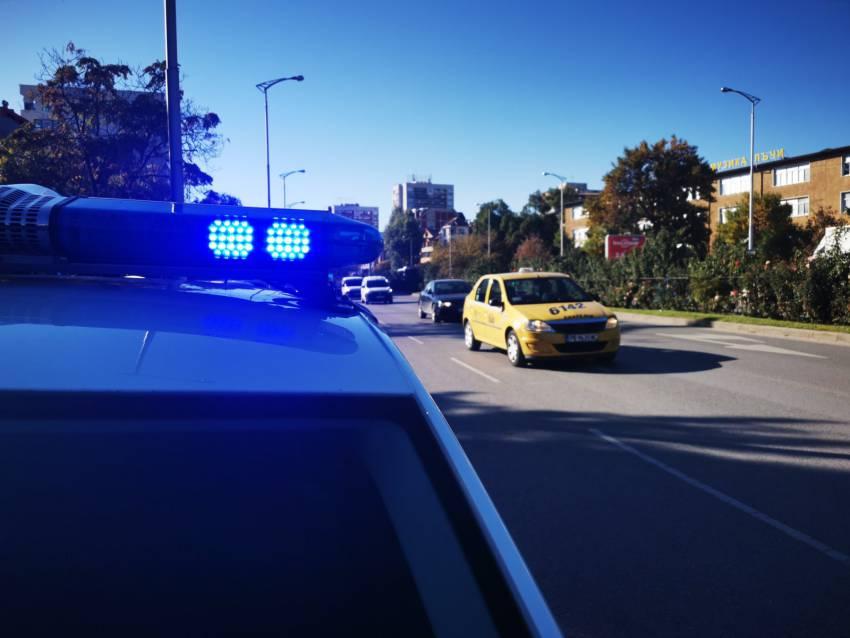 Възрастна жена е била блъсната от автомобил на пешеходна пътека