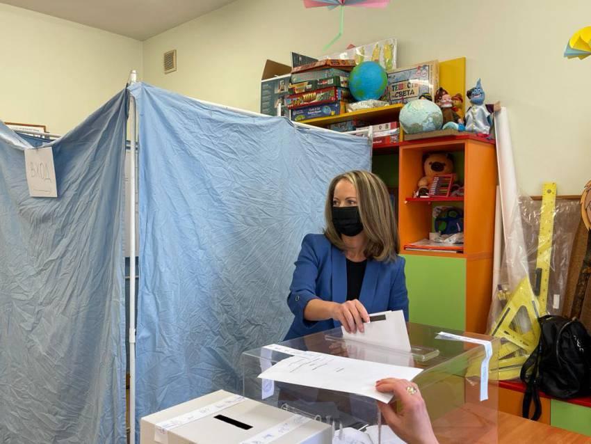 """Каназирева: """"Дадох своя вот за силни региони, важни за правилния път за развитие на страната"""""""
