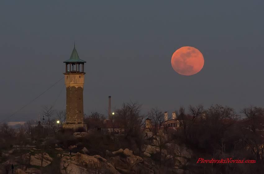 Супер Луна ще огрее небето